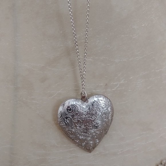 Jewelry womens silver 2 heart locket necklace poshmark m5b70e4acc89e1db32b8cac07 aloadofball Choice Image